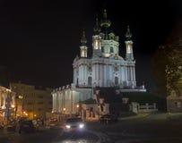 St- Andrew` s Kirche nachts kiew lizenzfreie stockfotos