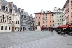 St- Andrewquadrat und Bronzestatue des Ritters Bayard, Grenoble, Frankreich stockbild