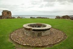 St Andrews Castle Ruins Medieval Landmark. Pickolaflöjt Skottland royaltyfri bild