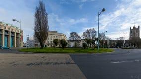 St Andrews Cross Roundabout com construção real no fundo fotos de stock