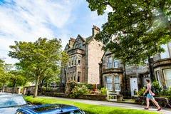 St Andrews, Escócia, Reino Unido cerca do sepotember 2016 Wa da jovem mulher Fotografia de Stock