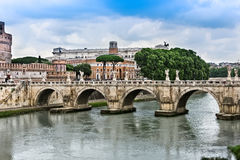 St Angelo Bridge sopra il fiume del Tevere Fotografia Stock Libera da Diritti