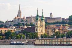 St Anne Church och Matthias Church - Budapest arkivbild