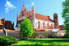 St Anne e chiesa di Bernardinu nella città di Vilnius Fotografia Stock Libera da Diritti