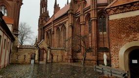 St Anne ` s de pan van de Kerkwerf van beneden naar boven stock footage