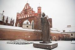 St Anne ` s och Bernadine ` s kyrktar i Vilnius Litauen härlig arkitektur av baltiska stater i vinter under julholid Royaltyfria Foton