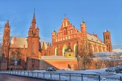 St Anne s och Bernardinu kyrka i Vilnius Arkivfoto