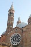 St. Anthony Basilica - eine Ansicht vom Quadrat der Hauben und der Helme - Padua, Italien Stockbilder