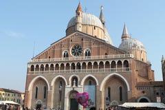 St. Anthony Basilica - eine Ansicht vom Quadrat - Italien Stockbilder