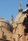St Anthony Basilica - en sikt från den inre kloster - Padua, Italien Royaltyfria Foton