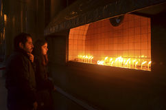 St Antoine Catholic Church Stearinljus i kyrklig dyrkan arkivfoto