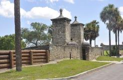 St Augustine FL, Augusti 8th: Castillo de San Marcos ingång från St Augustine i Florida Arkivfoton