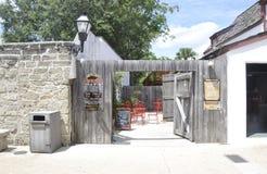 St Augustine FL, o 8 de agosto: Pátio histórico da casa no condado colonial de St Augustine de Florida Fotografia de Stock Royalty Free