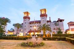 St Augustine Flagler College en la noche, la Florida Imagen de archivo libre de regalías