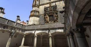 St Barbara Cloister på nivån nedanför det Manueline fönstret royaltyfria bilder