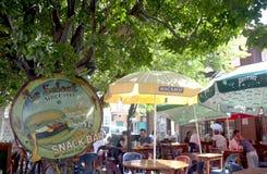 举世闻名的酒吧Le Select在圣的Barths,法语印度西部Gustavia港口 库存照片