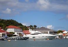 Os barcos luxuosos em Gustavia abrigam em St Barths, Índias Ocidentais francesas Fotografia de Stock Royalty Free