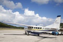 Αεροσκάφη κατόχων διαρκούς εισιτήριου του ST Barth έτοιμα να απογειωθούν στοκ φωτογραφία με δικαίωμα ελεύθερης χρήσης