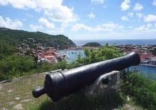 Canhão velho sobre o porto de Gustavia, St. Barths, Índias Ocidentais francesas Fotografia de Stock