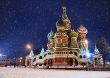 St Basil& x27 ; cathédrale de s pendant l'hiver et le x28 ; storm& x29 de neige ; , La Russie photo libre de droits