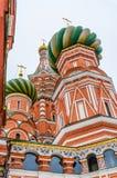 St. Basil Cathedral auf Winter in Moskau, Russland Lizenzfreie Stockfotos