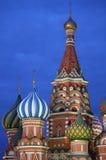 St. Basil Cathedral bis zum Nacht Lizenzfreies Stockfoto