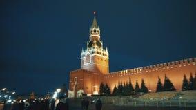 St Basil Cathedral, carillones del Kremlin, pared del Kremlin, mausoleo, bandera, panorama almacen de metraje de vídeo