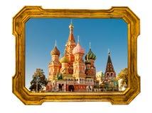 St. Basil Cathedral in einem alten goldenen Rahmen Stockbild