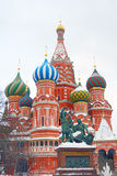 St. Basil Cathedral no inverno. Imagens de Stock
