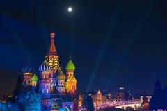 St Basil Cathedral på natten i röd fyrkant Fotografering för Bildbyråer