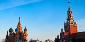 St. Basil Cathedral und der Kreml im Roten Platz moskau Lizenzfreie Stockfotos