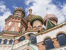 St Basil& x27; s Kathedraal op Rood Vierkant in Moskou, Rusland Stock Foto