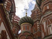 St Basil& x27; s Kathedraal op Rood Vierkant in Moskou, Rusland Stock Afbeelding