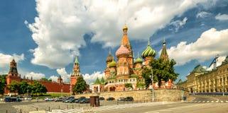 St Basilicum` s Kathedraal met het Kremlin, Moskou stock afbeelding