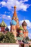 St Basilicum` s Kathedraal op Rood Vierkant in het Kremlin in het verstand van Moskou royalty-vrije stock foto