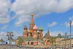 St Basilicum` s Kathedraal op Rood vierkant in Moskou stock afbeelding