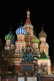 St. Basilikas domkyrka på natten Royaltyfria Bilder