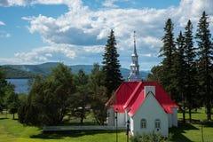St Bernard Chapel con la vista al lago Mont-Tremblant Immagine Stock Libera da Diritti