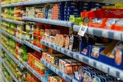 ST BLASIEN, ALEMANHA - 21 DE JULHO DE 2018: Exposição do supermercado com a fotografia de stock