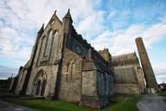 St Canice Cathedral en Ronde Toren, Kilkenny Royalty-vrije Stock Afbeeldingen