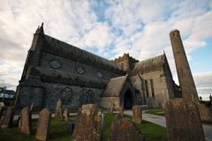 St Canice Cathedral et tour ronde, Kilkenny Photo stock