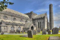 St Canice& x27; s-domkyrka, Kilkenny, Irland Arkivbilder