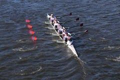 St Catharine ` s乘员组在头赛跑查尔斯赛船会人` s青年时期八 免版税图库摄影