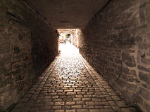 St Catherine Passage - un piccolo passaggio pedonale nella vecchia città Tallinn, Estonia fotografie stock