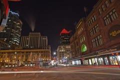 St Catherine Street, Montreal, på en extremt kall natt Royaltyfria Bilder