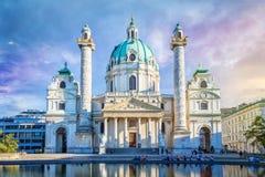 St Charles & x27; igreja de s em Viena, Áustria Fotos de Stock