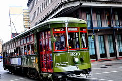 St Charles Streetcar i New Orleans, LA Arkivbild