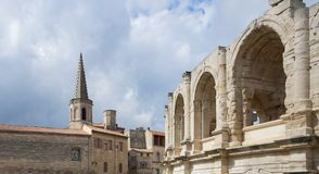 St Charles y arena - Arles - Provence - Camargue - Francia imagen de archivo