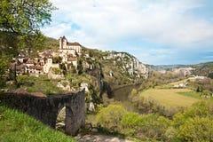St. Cirq Lapopie und der Los-Fluss Lizenzfreie Stockbilder