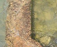 St Clair River Splashes Over une vieille base Photos libres de droits